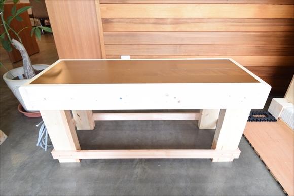 床暖房搭載のベンチです