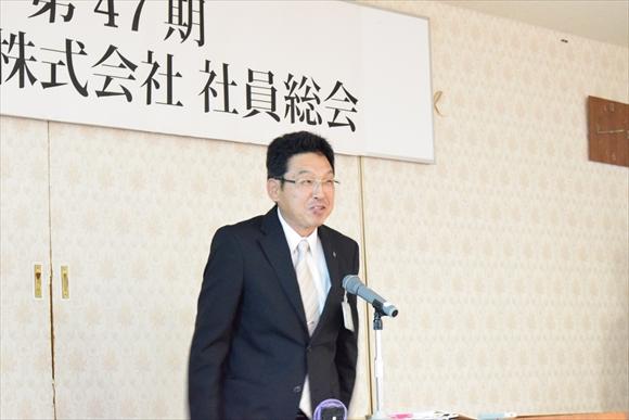 建設部佐藤本部長による建設部の経営発表の様子。