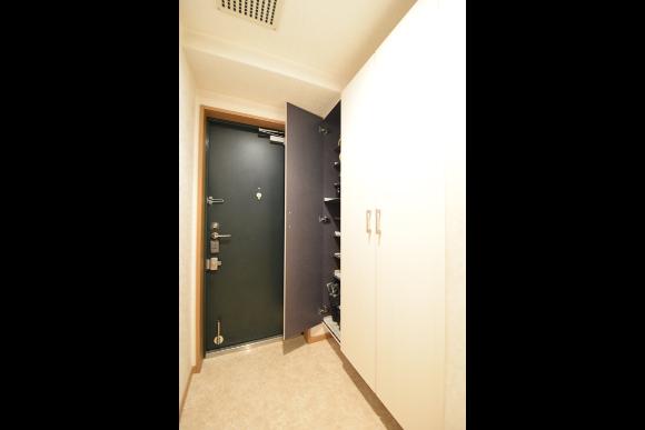 現状間取りを変えずに【もっと便利な収納へ】玄関収納リフォーム