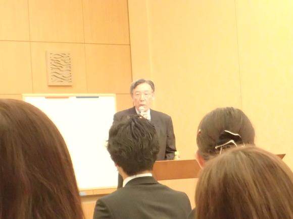 坂本教授の特別講義の様子。